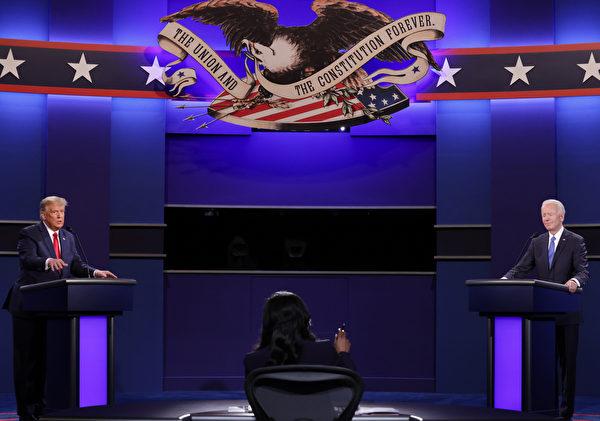 周四(10月22日),美東時間晚9點,美國大選最後一場總統辯論現場。美國總統特朗普(左)、民主黨候選人拜登(右)正在辯論。(Chip Somodevilla/Getty Images)