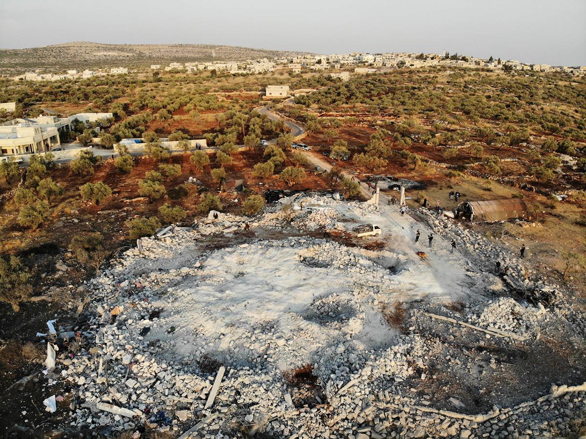 伊斯蘭國(ISIS)最大頭目巴格達迪10月26日在美軍的突擊行動中被殲滅。圖為美軍突襲後的現場空拍照。(OMAR HAJ KADOUR/AFP)