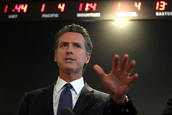 加州州長紐森(Gavin Newsom)在中共病毒(武漢肺炎)疫情簡報會上。(Justin Sullivan/Getty Images)