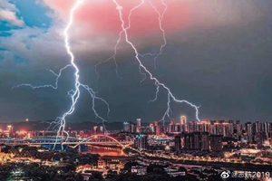 重慶為何雷電霹靂 重慶人:對人良心的警告