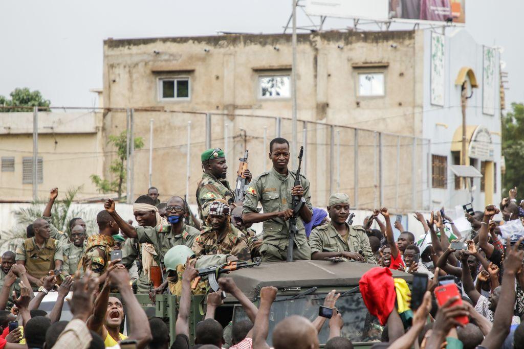 馬里總統凱塔(Ibrahim BoubacarKeita)被士兵拘禁,後宣佈辭職,並解散政府和議會。(STRINGER/AFP)(Photo by STRINGER/AFP via Getty Images)