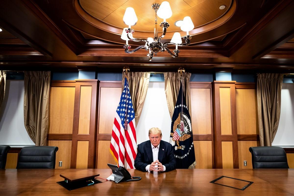 美國總統特朗普執政第一任期將滿,有多少個沒想到、想不到的事發生?太多了。圖為特朗普在國家軍事醫療中心參加國防事務聯席會。(Tia Dufour/The White House via Getty Images)