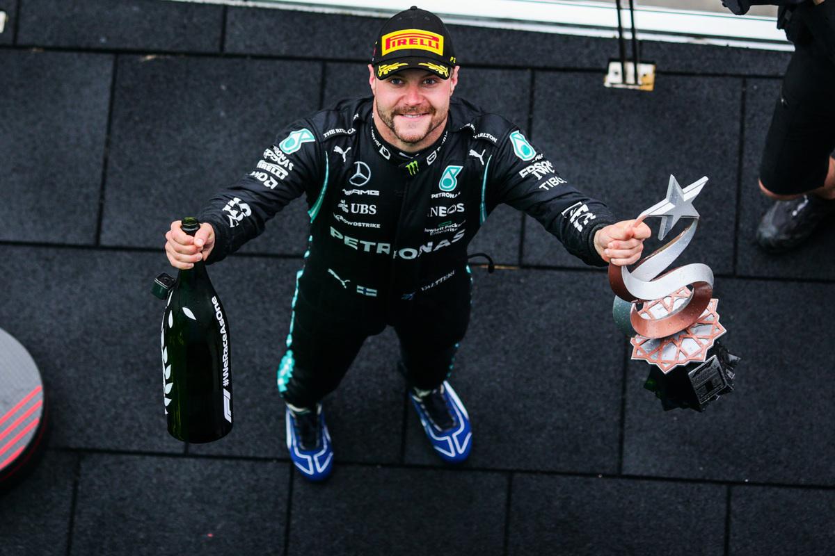 當地時間10月10日,F1大獎賽土耳其站,桿位發車的梅賽德斯芬蘭車手博塔斯奪得本賽季首個分站冠軍。(Peter Fox/Getty Images)