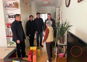 中共官員訪「貧困戶」茅台五糧液洩豪奢家底