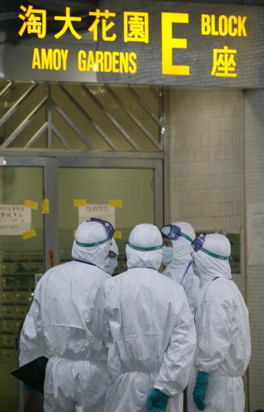 香港2003年4月8日淘大花園爆發SARS期間。(Getty Images)
