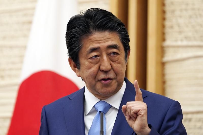 日本政府希望在七國集團外長會上,起草有關《港版國安法》聯合聲明。圖為首相安倍晉三。(EUGENE HOSHIKO/POOL/AFP via Getty Images)