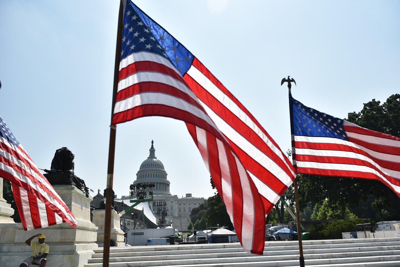 美國聯邦檢察官周四(1月14日)起訴、逮捕了麻省理工學院(MIT)教授陳剛(Gang Chen)。圖為美國國旗資料照。(MANDEL NGAN/AFP via Getty Images)