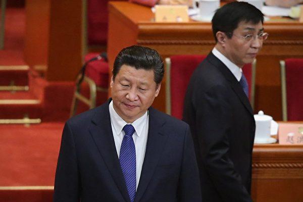 圖為2015年3月,習近平和王滬寧在北京參加政協閉幕式。(Feng Li/Getty Images)