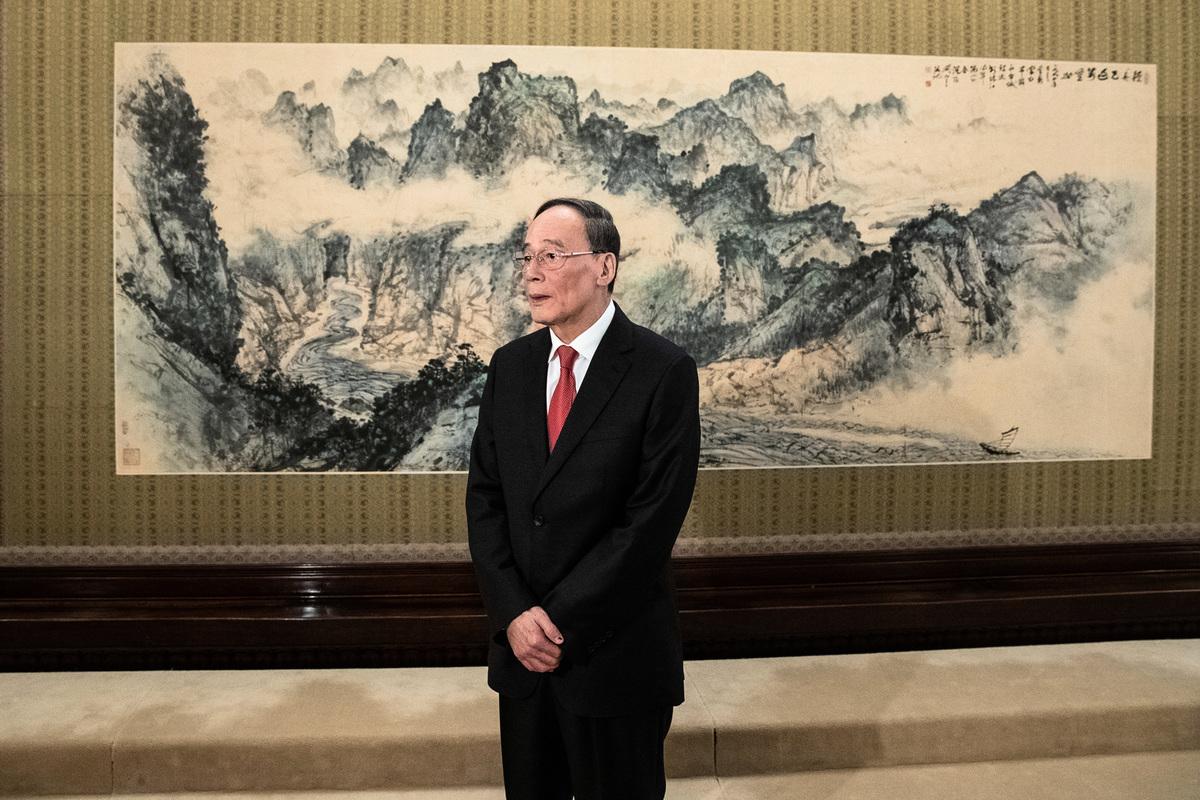 中共副主席王岐山周二(11月6日)說,北京準備好跟美國進行討論,努力解決貿易問題。(Roman Pilipey-Pool/Getty Images)