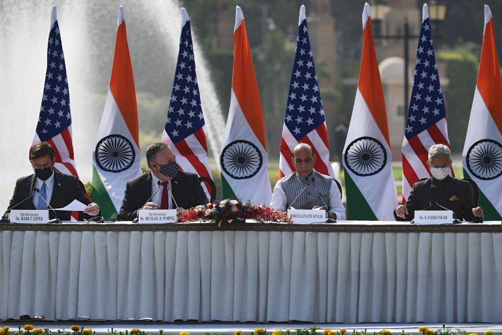 本周二(10月27日)美國國務卿蓬佩奧(左二)在與印度領導人會談。(MONEY SHARMA/AFP via Getty Images)