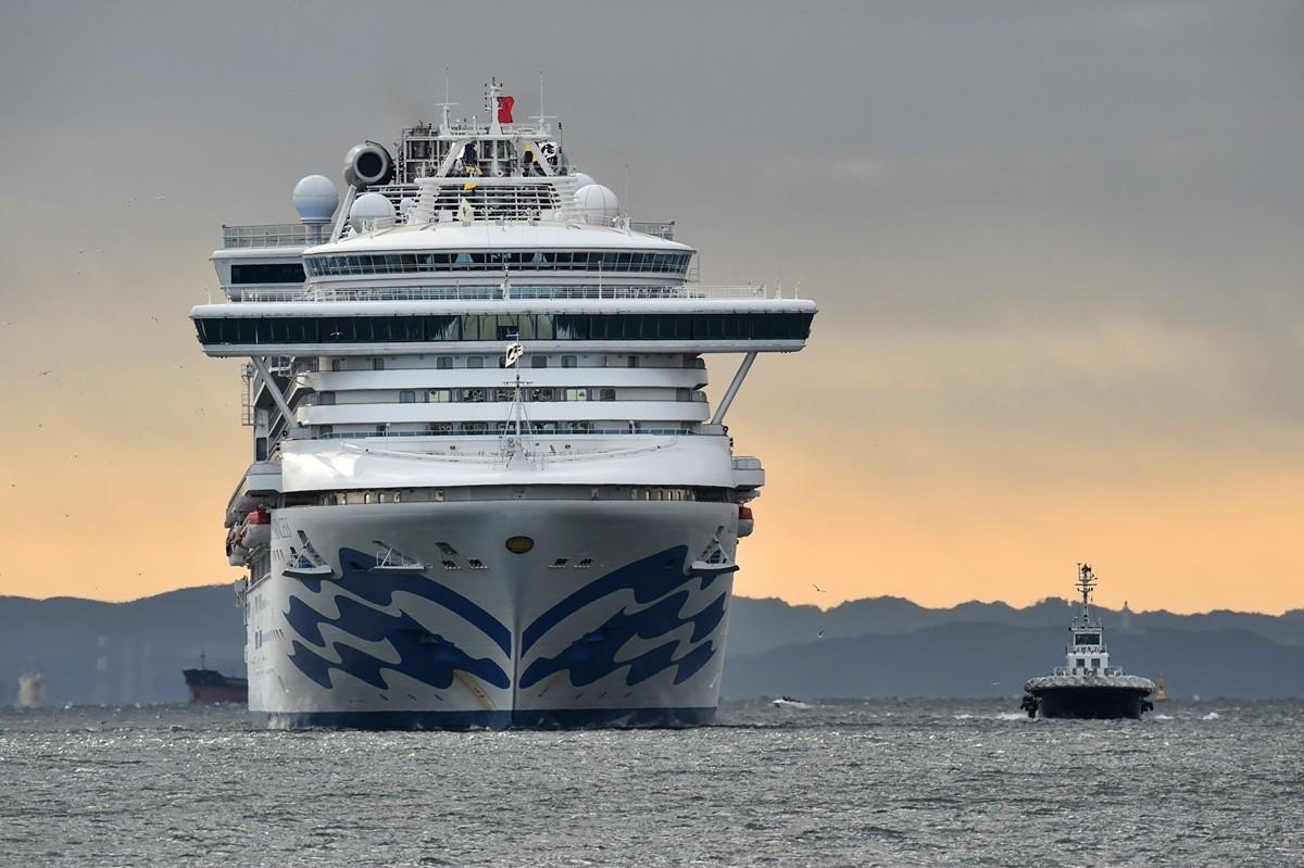 當地時間周四(2月6日),NHK援引日本衛生部的話報道,在東京南部橫濱港停靠的豪華郵輪「鑽石公主號」上,再有10人中共病毒檢測呈陽性,至此船上共有20人感染中共肺炎。(Kazuhiro NOGI/AFP)