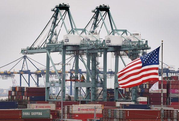 專家分析,多方證據顯示,中共已經在中美貿易戰中失敗。(Mark Ralston/AFP/Getty Images)