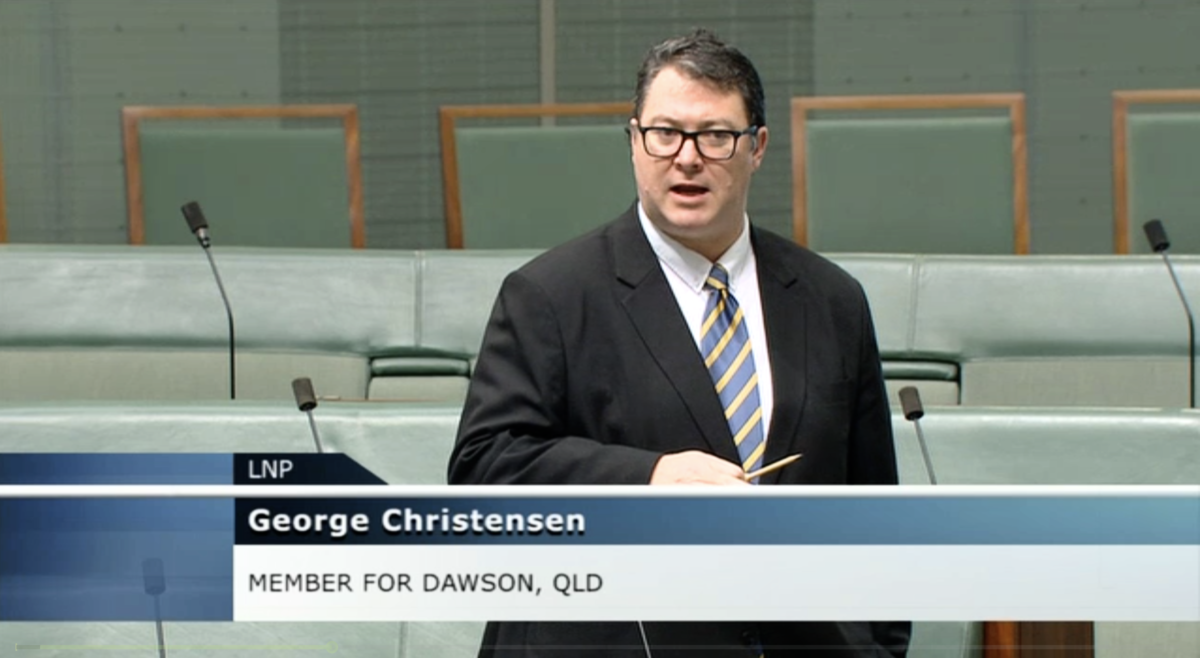 6月3日,澳洲聯邦議員克里斯藤森(George Christensen)在議會會議上呼籲政府增強國防投資,為反擊中共軍事威脅做好準備。(6月3日議會會議影片截圖)