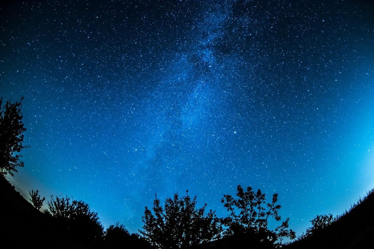 利用多個空間和地面望遠鏡,天文學家首次發現了39個巨大的星系。這些星系都藏身於非常遙遠的宇宙空間中。(Pixabay)