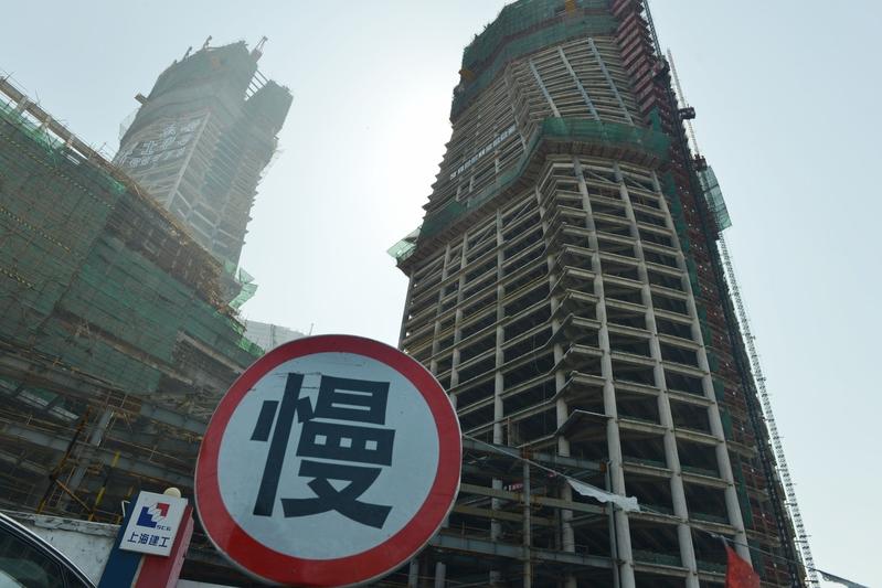 浙江省海寧市近日發佈放鬆樓市限購的消息後,很快刪除。圖為大陸一處建築。(大紀元資料室)