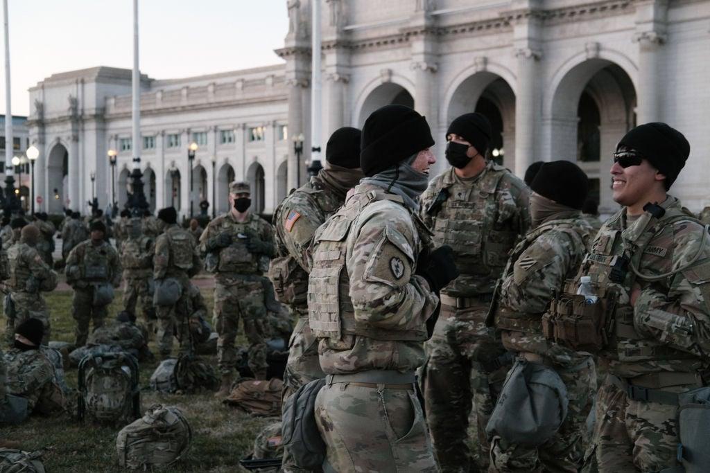 2021年1月20日,駐紮在華盛頓DC的國民警衛隊。(Spencer Platt/Getty Images)