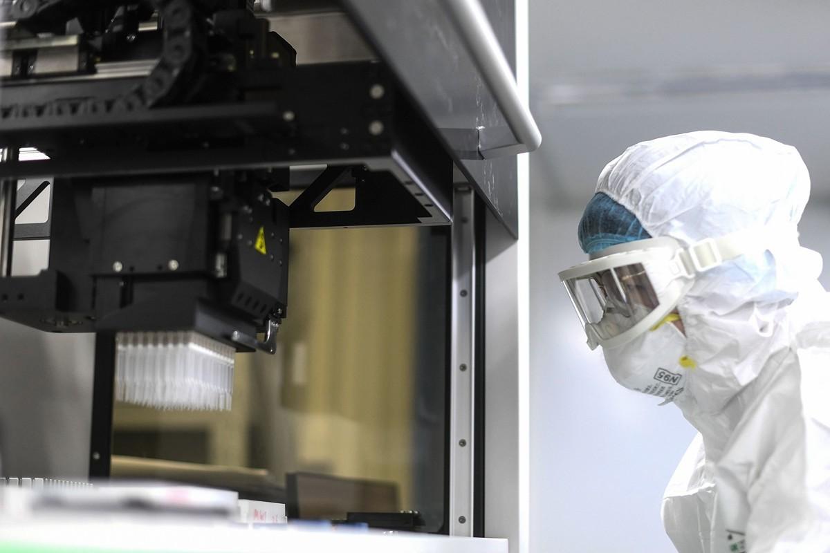 由美國吉利德公司(Gilead)研發的抗埃博拉病毒藥物瑞德西韋(Remdesivir)有望成為武漢肺炎患者的救命藥,然而中方搶先申請了專利。(STR/AFP)
