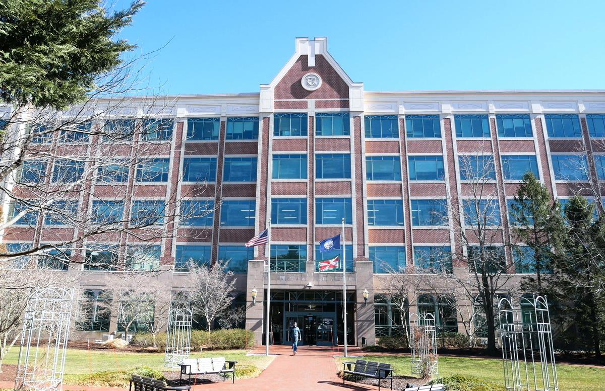 美國維珍尼亞州勞登縣(Loudoun County)政府中心大樓。(李辰/大紀元)