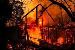 加州野火快速蔓延 近20萬人緊急疏散