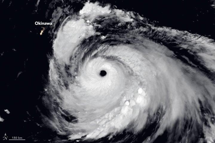 「海神」迫八百萬人疏散 或成日本史上最強颱風