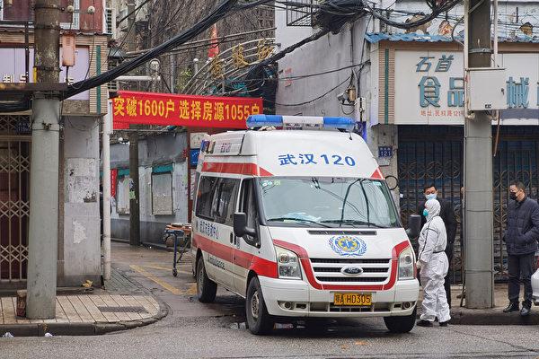 圖為1月22日,武漢街頭的急救車。(Xiaolu Chu/Getty Images)