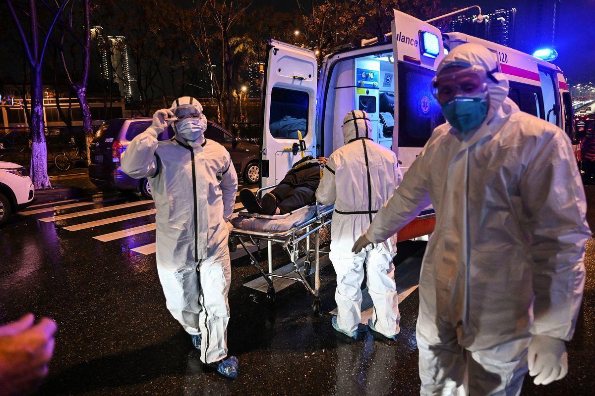 圖為1月25日,武漢一家醫院。 (HECTOR RETAMAL/AFP via Getty Images)