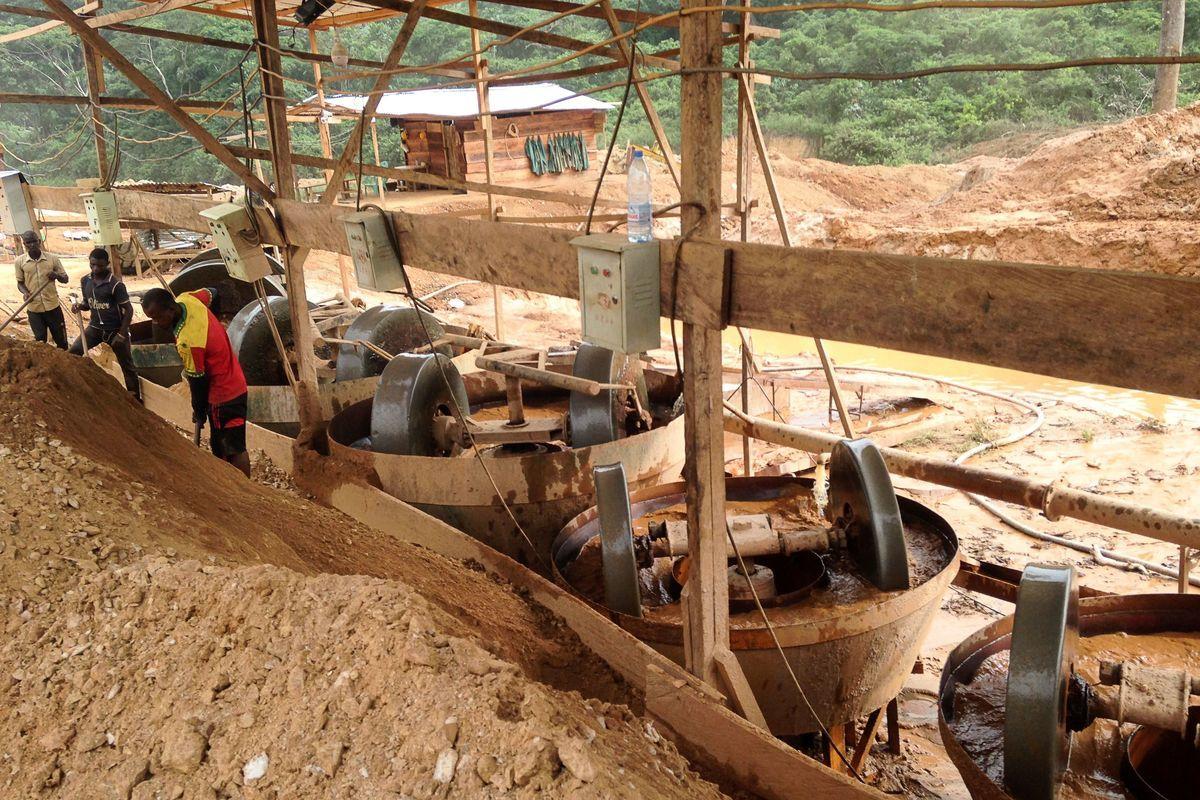 上個月,中共悄悄地勾消了喀麥隆的一筆債務。這個舉動外界幾乎不知。那麼,中共為何不願意讓人知道呢?CNN進行了分析報道。圖為中國公司在喀麥隆開採礦物。(REINNIER KAZE/AFP/Getty Images)