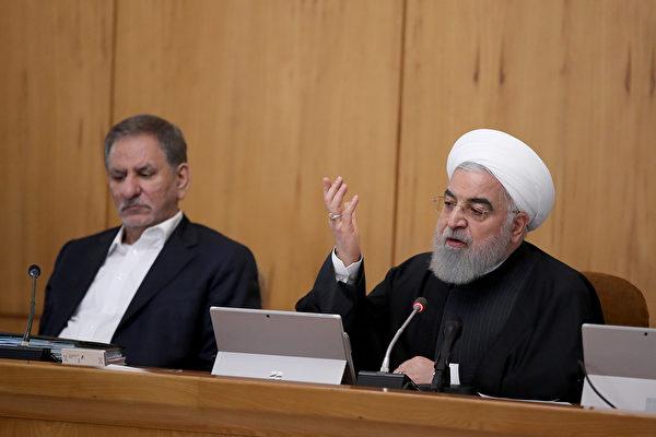 伊朗第一副總統埃沙克·賈漢吉里(Eshaq Jahangiri,左)已感染中共肺炎,右邊是總統魯哈尼。(HO/Iranian Presidency/AFP)