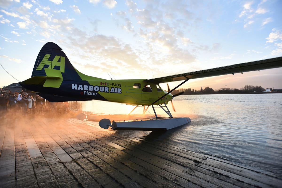 加拿大哈伯航空公司(Harbor Air)於2019年12月10日成功試飛全球首架全電動飛機。(Don MacKinnon / AFP)
