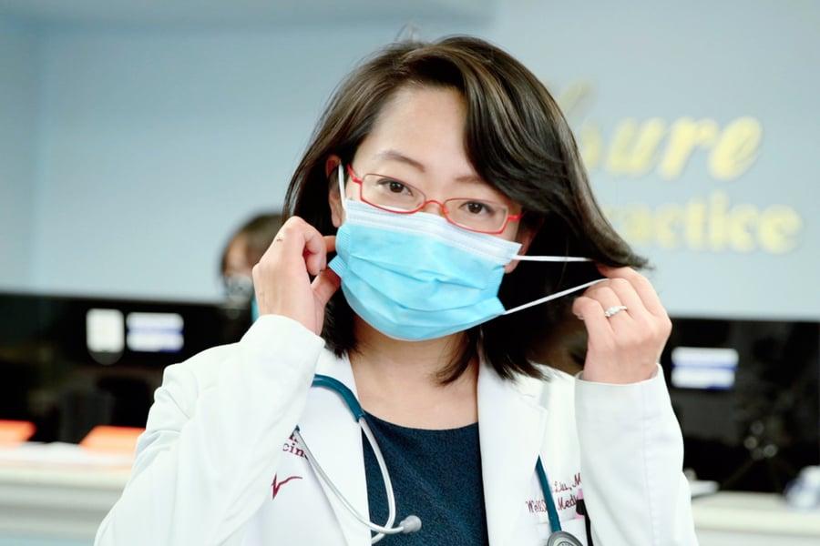 醫師教你口罩正確戴法!摘口罩錯了也易感染