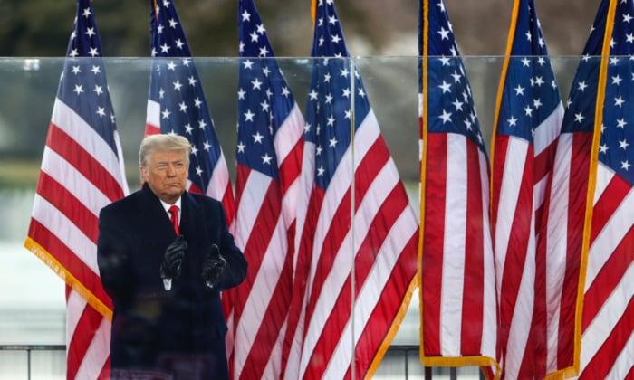 2021年1月6日,美國總統唐納德·特朗普在華盛頓舉行的「停止竊選」的集會上,向支持者致意。(Tasos Katopodis/Getty Images)