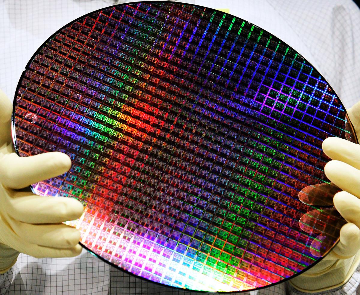 美國超微半導體公司(AMD)生產的300毫米晶圓。(Carsten Koall/Getty Images)