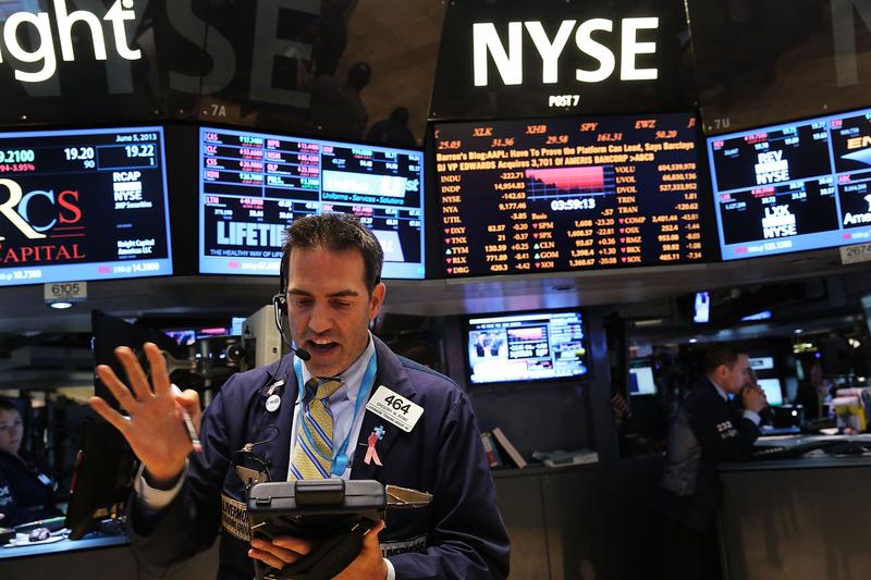 美股道瓊指數公司表示,2020年8月31日起,道指將剔除埃克森美孚、輝瑞與雷神公司,納入Salesforce、安進及霍尼韋爾國際。(Spencer Platt/Getty Images)