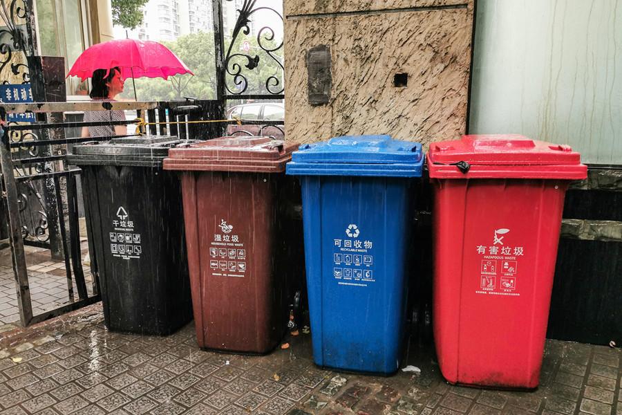 上海垃圾分類亂象 男子混丟被阻掐暈指導員