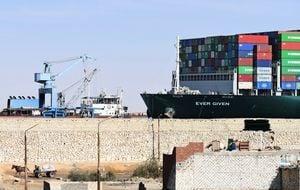 組圖:長賜號擱淺蘇伊士運河六天後脫困