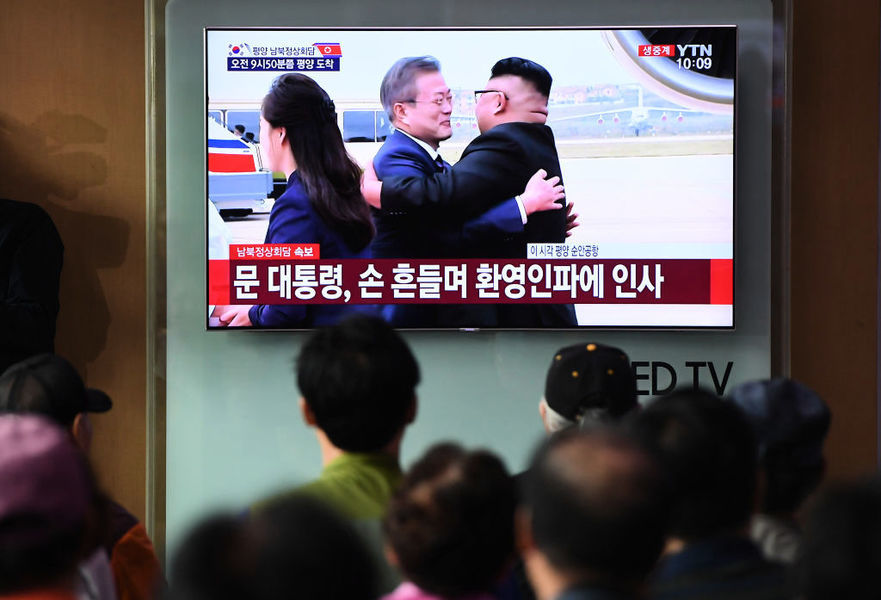 金正恩的擁抱? 讓一些南韓人深感不安