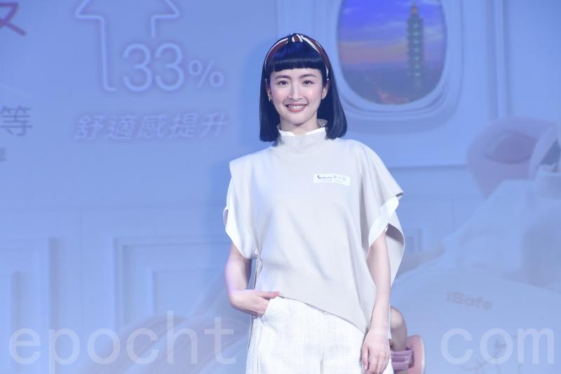 林依晨於2021年3月17日在台北出席活動代言記者會,笑稱自己常常「犯戲癮」。(黃宗茂/大紀元)
