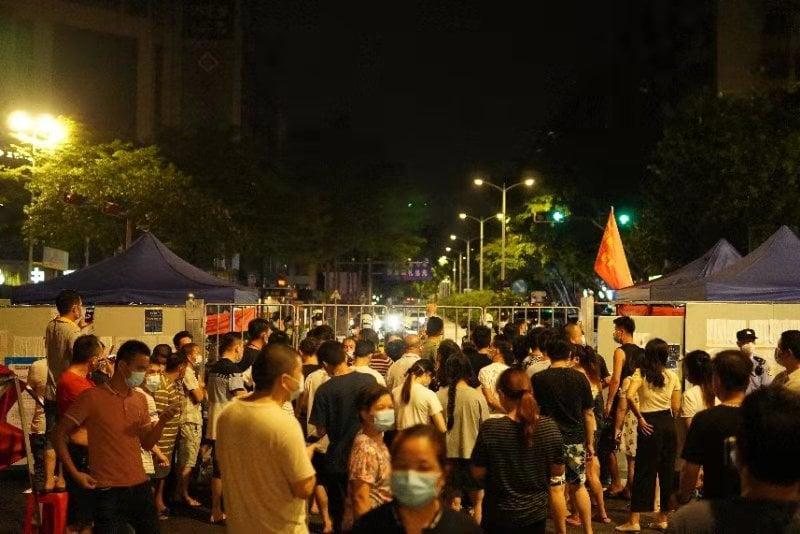 羅村上百村民抗議,要求解封。(受訪人提供)