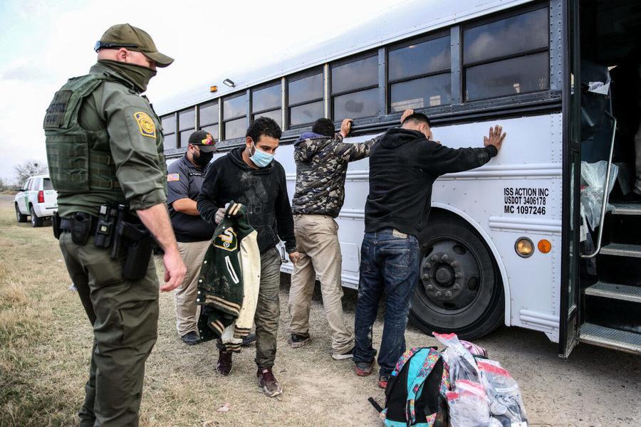 美報告:43.8億美元紓困金將流向非法移民