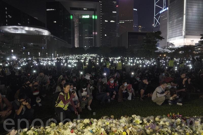 香港民眾再次發起反極權反暴政活動,週六(2019年11月9日)舉辦「119『主佑義士』全港祈禱及追思會」。(影片截圖)