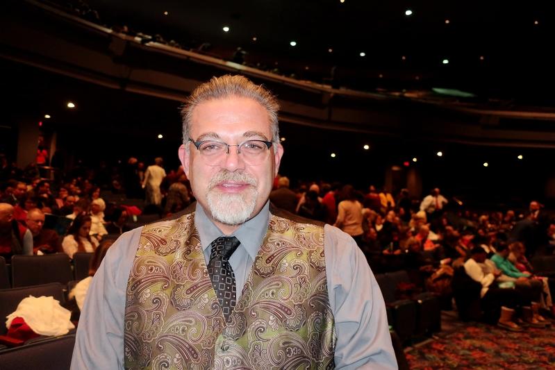 2020年2月14日晚,心理學家Todd Lendvay觀看了神韻世界藝術團在美國羅斯蒙特劇院(Rosemont Theater)的第二場演出。(唐明鏡/大紀元)