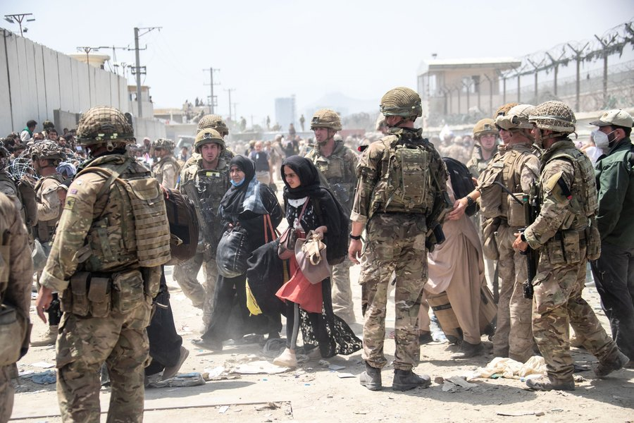 美國兩名眾議員秘訪喀布爾 籲延長撤離期限