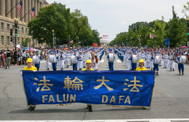 2019年7月4日美國獨立日,美國華盛頓DC舉行盛大的遊行。法輪功學員組成的「天國樂團」連續14年受邀參與。(李莎/大紀元)