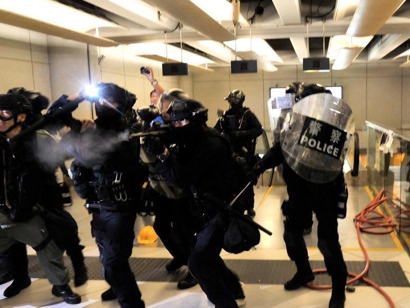 港警射傷記者 港攝記協籲檢視警權問題