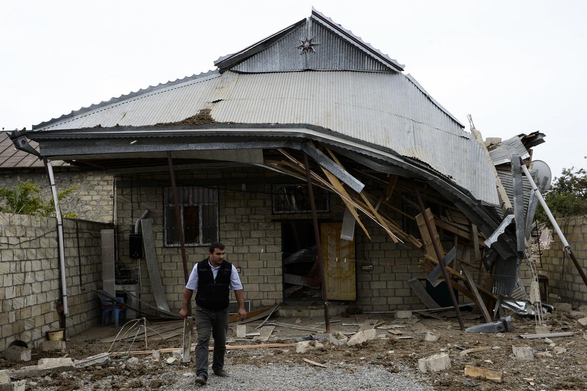 2020年10月4日亞美尼亞和阿塞拜疆的衝突給當地居民帶來的破壞。(TOFIK BABAYEV/AFP)