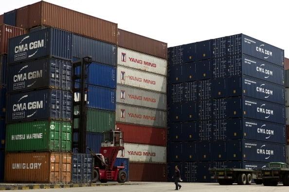 中共央行操控匯率受影響最大就是外貿企業,一些鎖定匯率的外貿企業感歎「升跌都是苦」。(PHILIPPE LOPEZ/AFP/Getty Images)