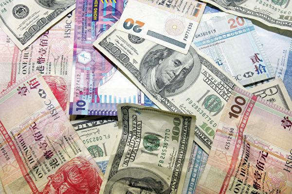 中共強推「港版國安法」,特朗普順勢取消了香港特殊地位,可能會讓美元與港幣脫鉤,人民幣將重跌。 (LAURENT FIEVET/AFP via Getty Images)