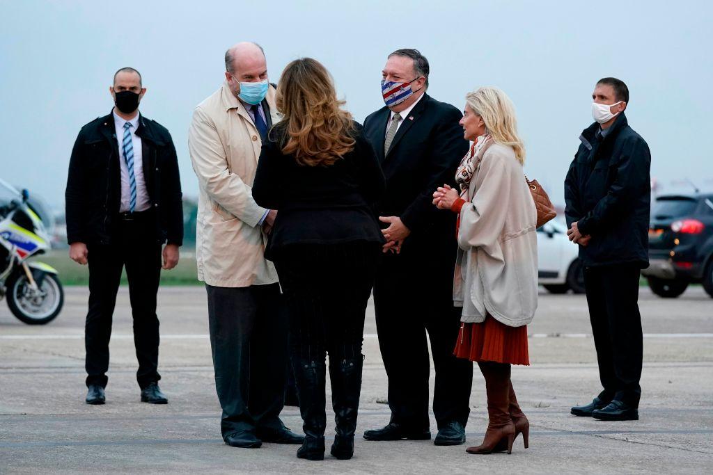 2020年11月14日蓬佩奧抵達巴黎,展開歐洲中東七國行。(PATRICK SEMANSKY/POOL/AFP via Getty Images)