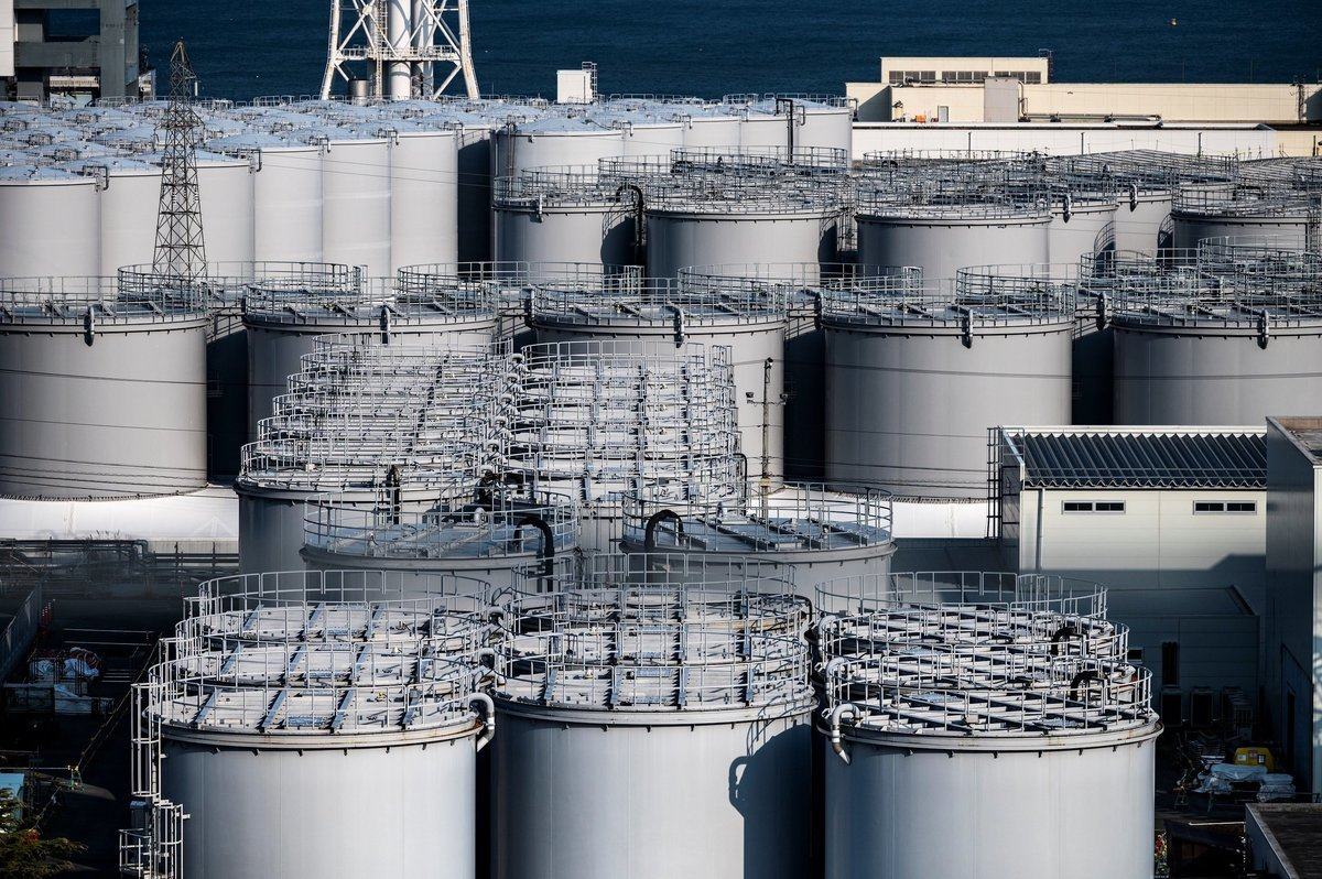 圖為福島第一核電廠核廢水儲存罐,攝於2021年2月21日。(PHILIP FONG/AFP via Getty Images)