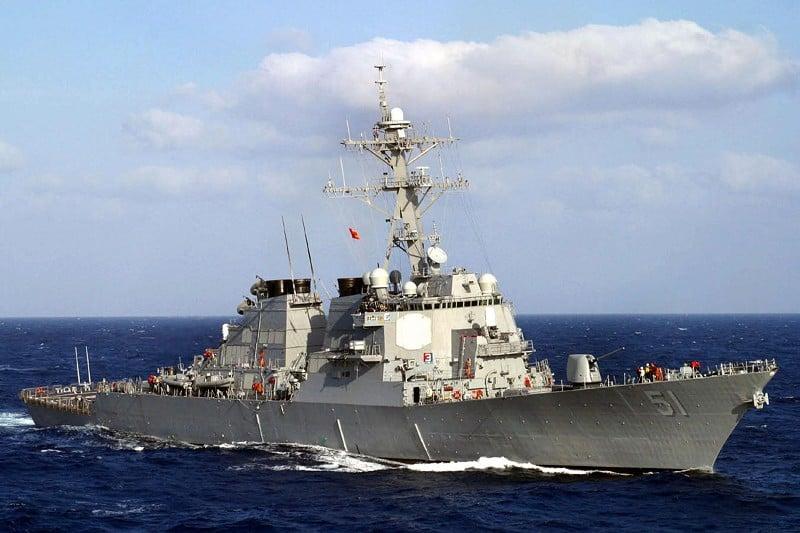 美國海軍擬另行建造七艘神盾級DDG-51型驅逐艦,艦上將裝設最新的雷達與導彈。圖為2003年3月13日,一艘在海上執行任務的美國導彈驅逐艦DDG-51。(AFP)